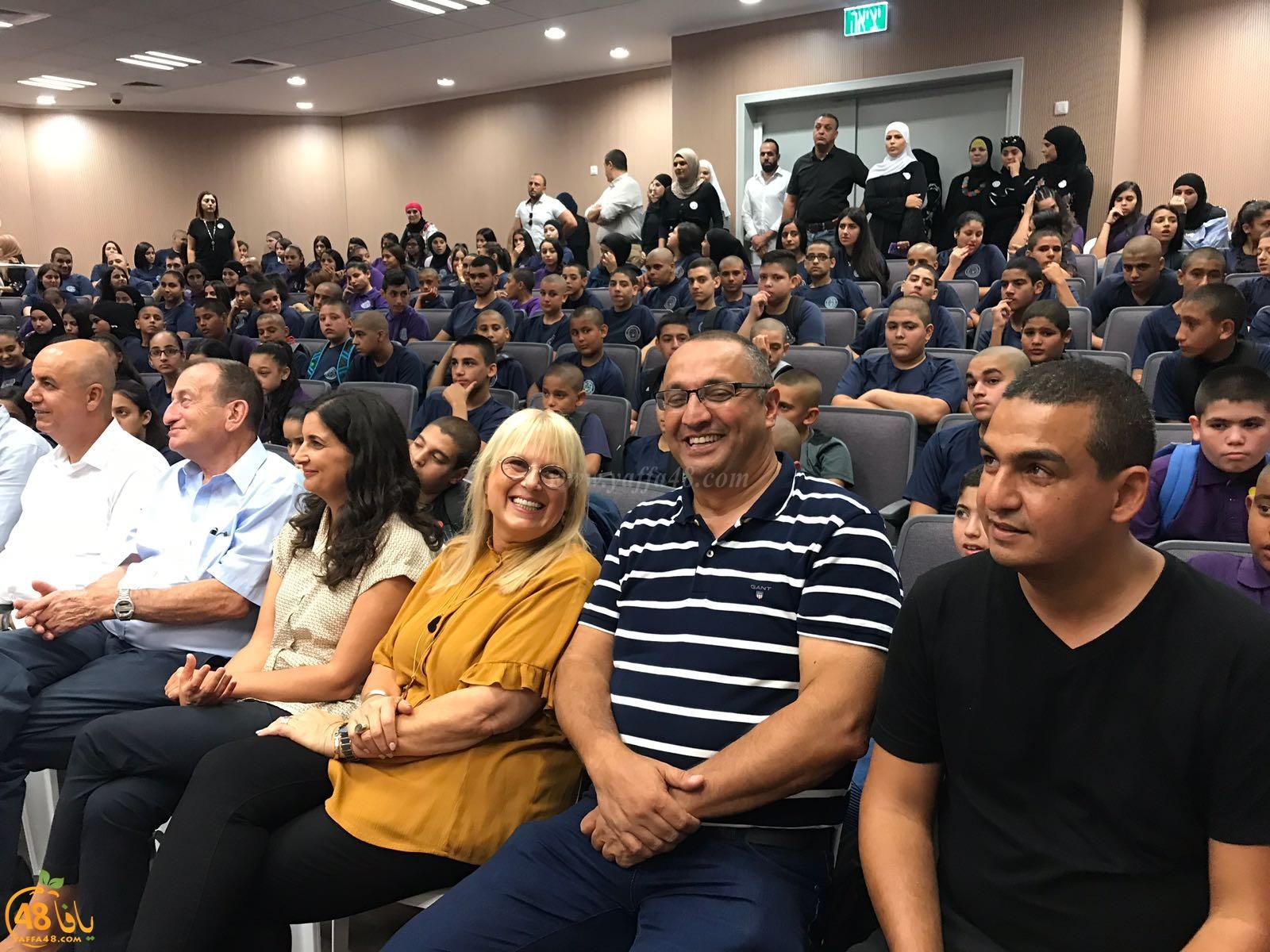 بالصور: وفد من وزارة المعارف ورئاسة البلدية في زيارة لمدارس يافا الثانوية