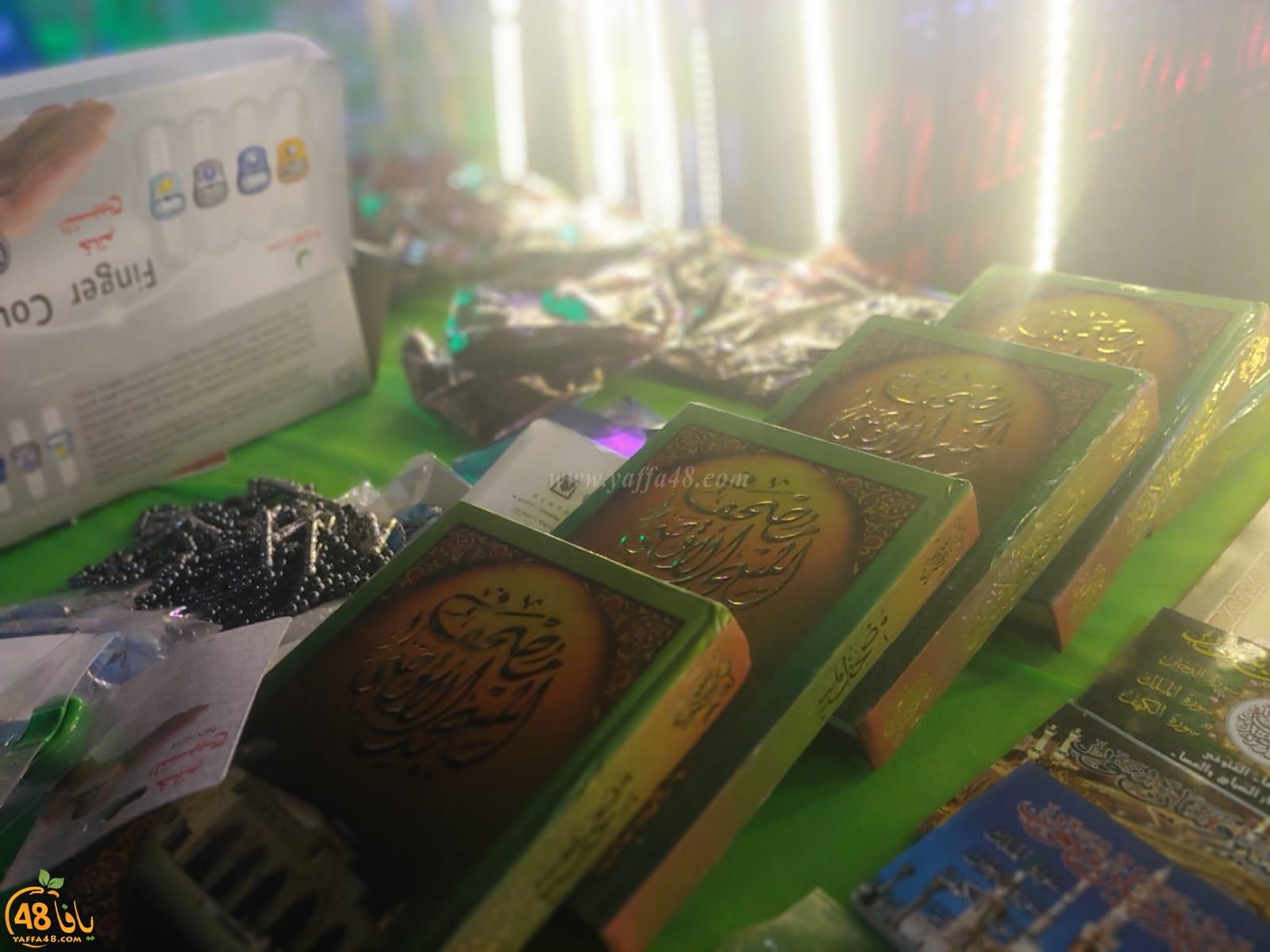 بالصور: تقديم الطعام والهدايا للمارة في شارع ييفت عن روح الشاب محمود مسلم
