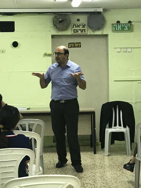 الرملة: محاضرة حول العنف للنائب سامي ابو شحادة في المدرسة الارثوذكسية