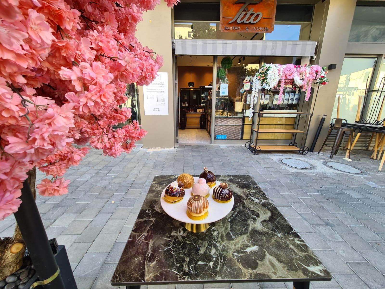 وجبة افطار صحية ولذيذة مع قهوة صباحية في مقهى تيتو بيافا