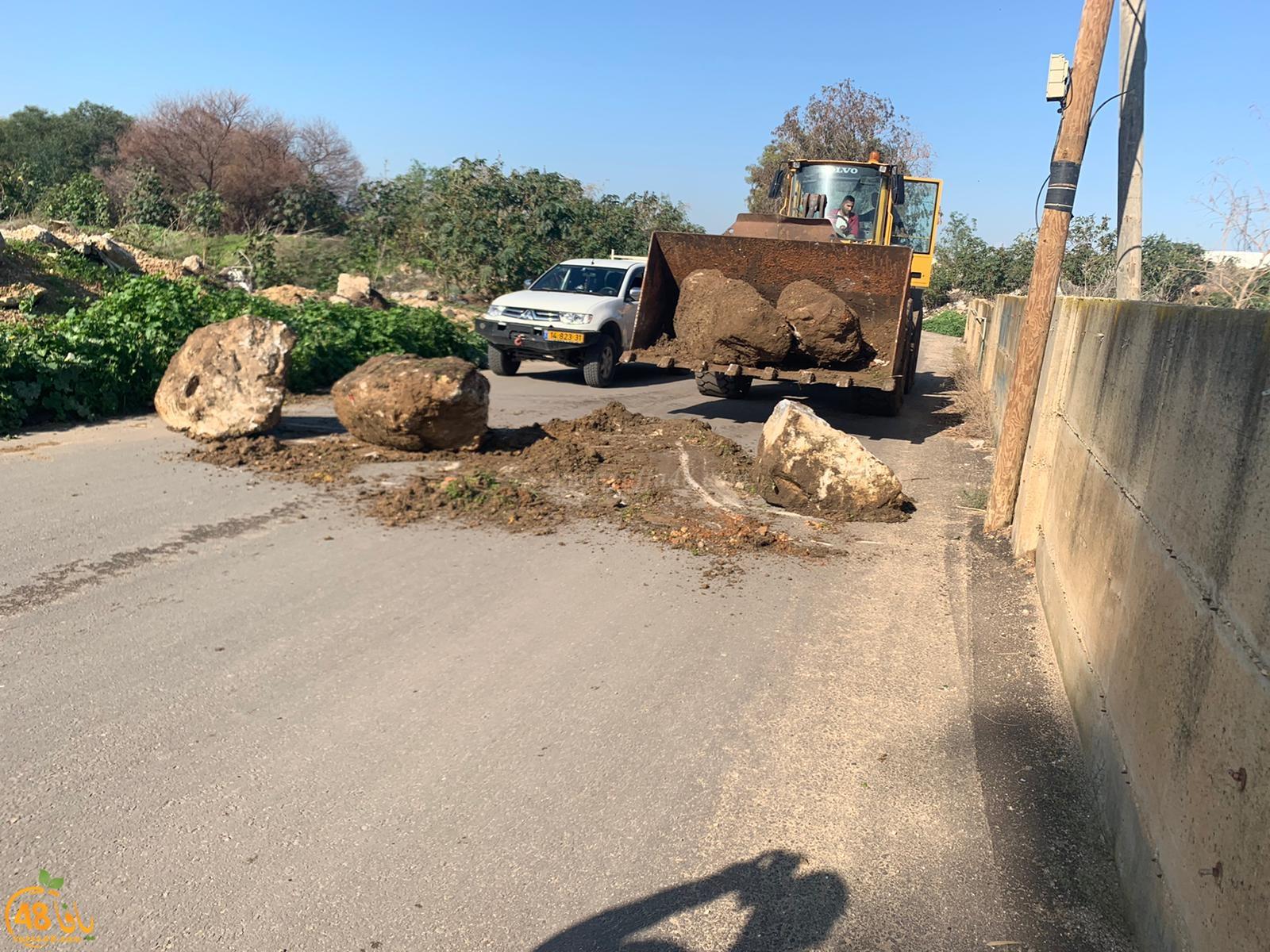 فيديو: لماذا أغلقت الشرطة منافذ حي س.ح في اللد بالصخور ؟!