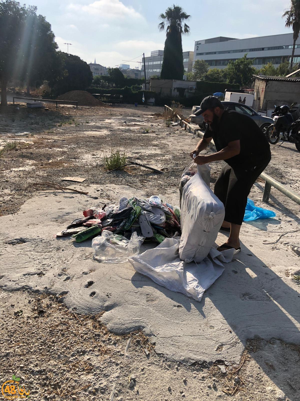 في ردة فعل سريعة - شباب يافا يحرقون أحذية طُبع عليها شعار التوحيد ولفظ الجلالة