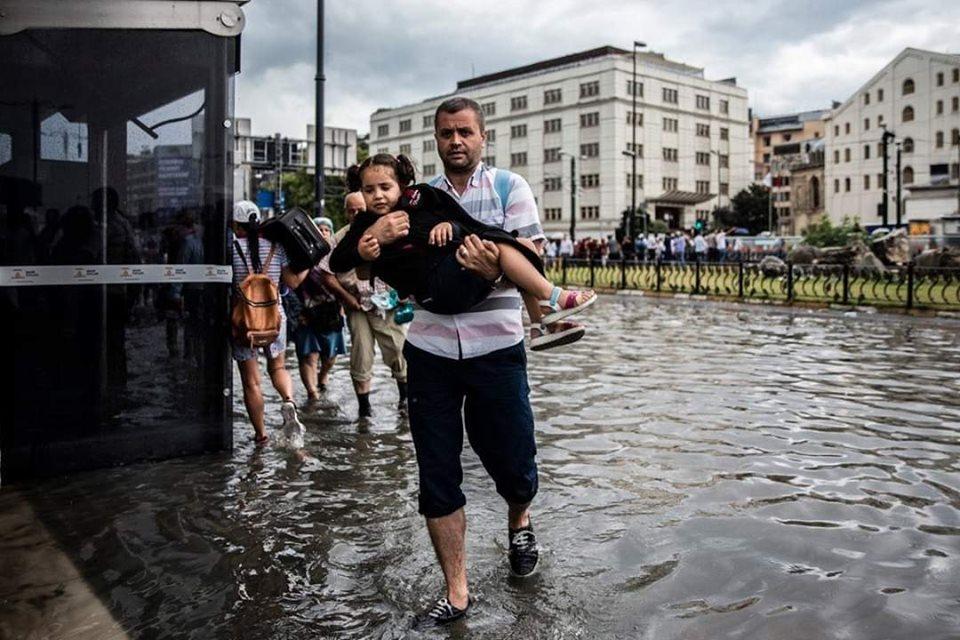 صور: عاصفة مطرية قويّة تضرب إسطنبول وتشل حركة النقل