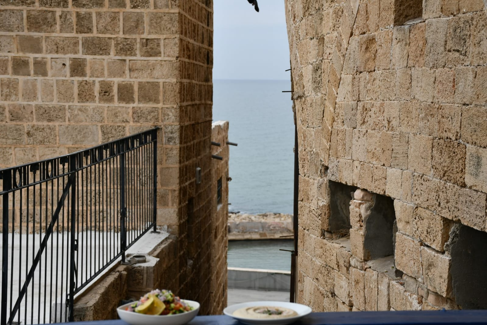تناولوا وجبة بحرية مميزة في مطعم أبراج فقط بـ 250 شيكل للزوج