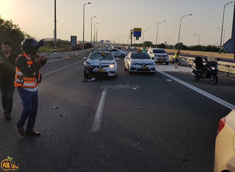 صور: مصرع سائق دراجة كهربائية صدمته سيارة قرب مطار اللد
