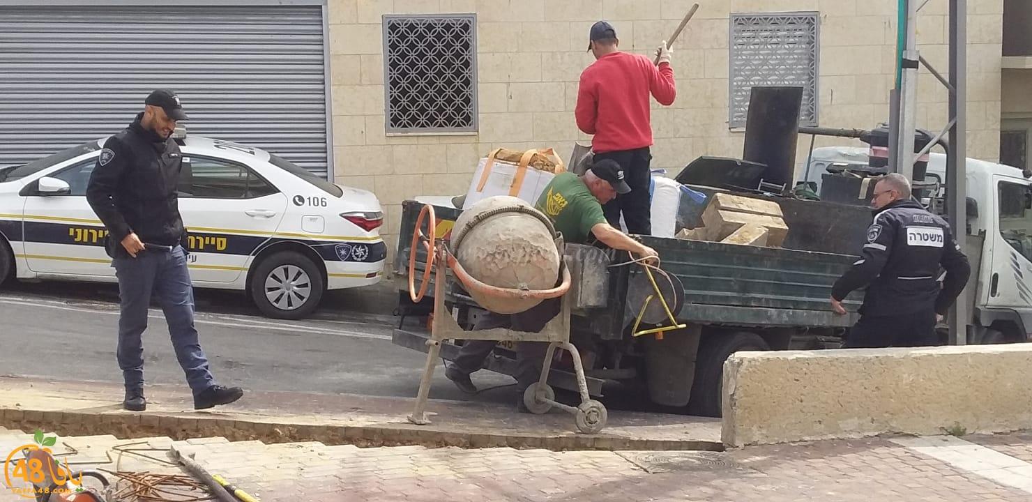 فيديو: سكان حارة الحاووز بيافا يشتكون من عدم وجود مصفات لسياراتهم