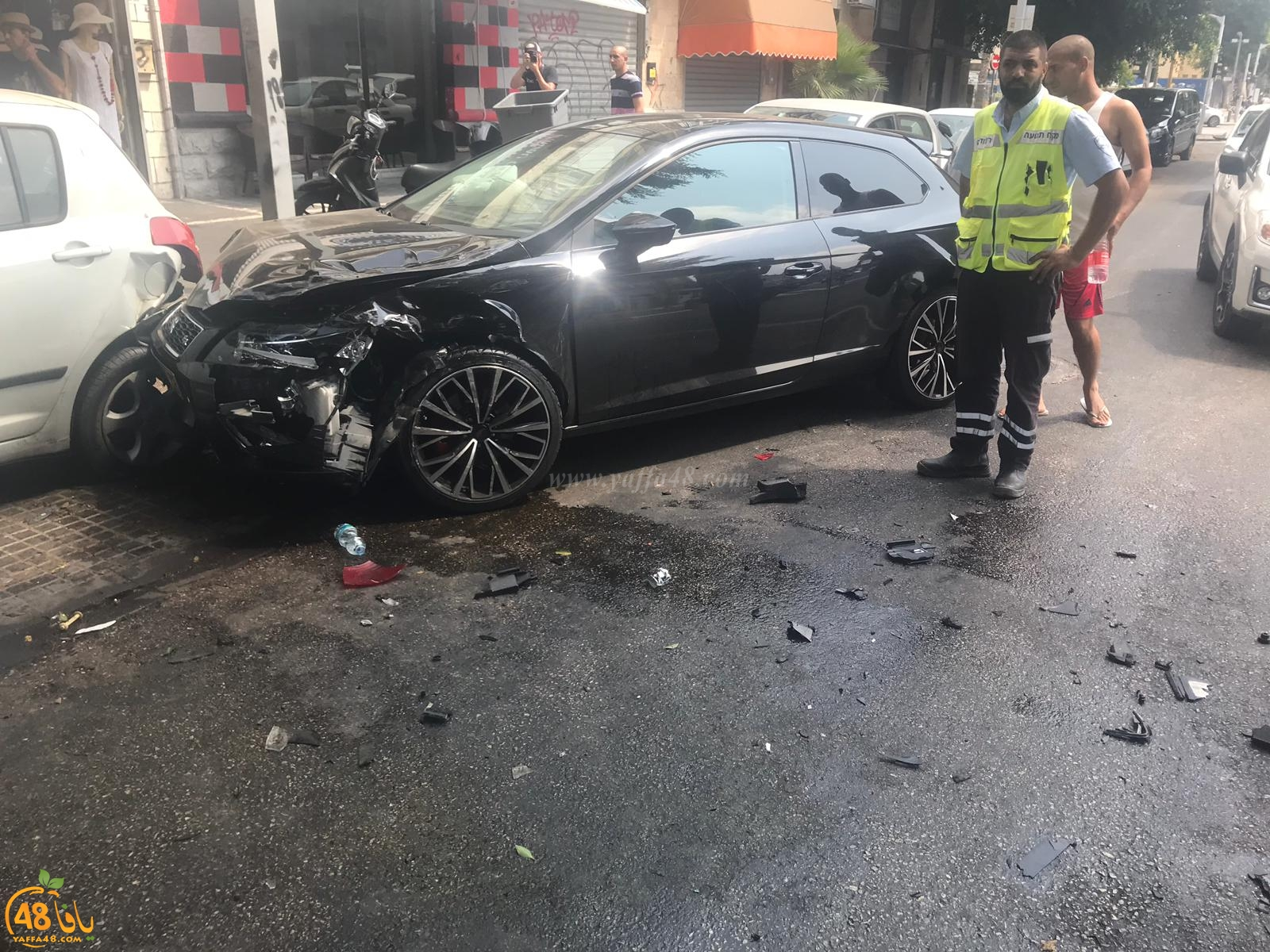 بالصور: اصابة طفيفة بحادث طرق متسلسل بين 4 مركبات في يافا
