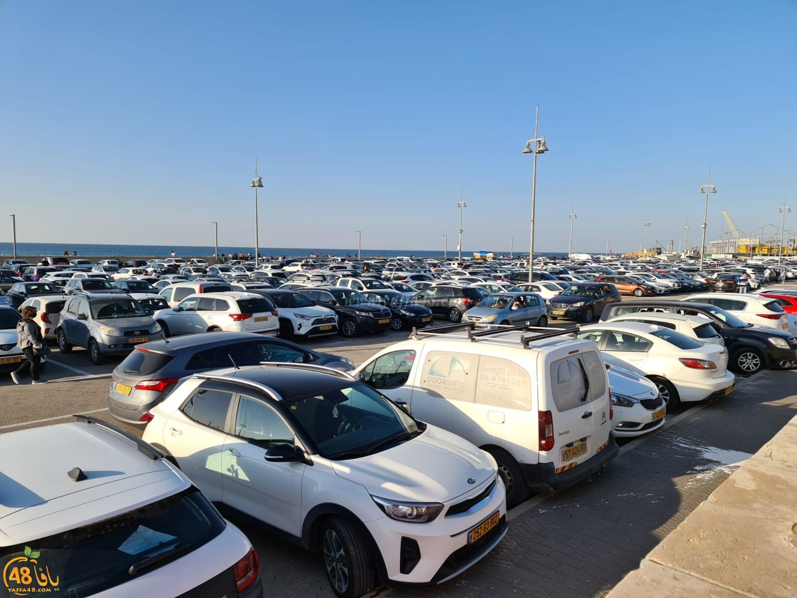 قبل يوم من الاغلاق الشامل - مدينة يافا تكتظ بالنزلاء