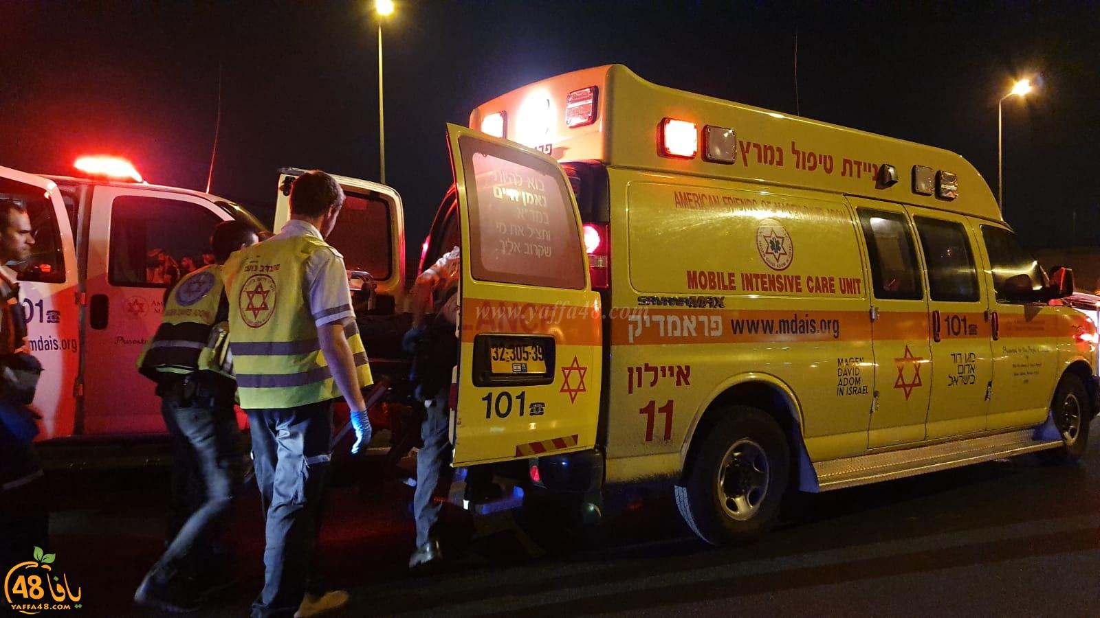 5 اصابات بحادث طرق وانقلاب مركبتين على طريق مطار اللد