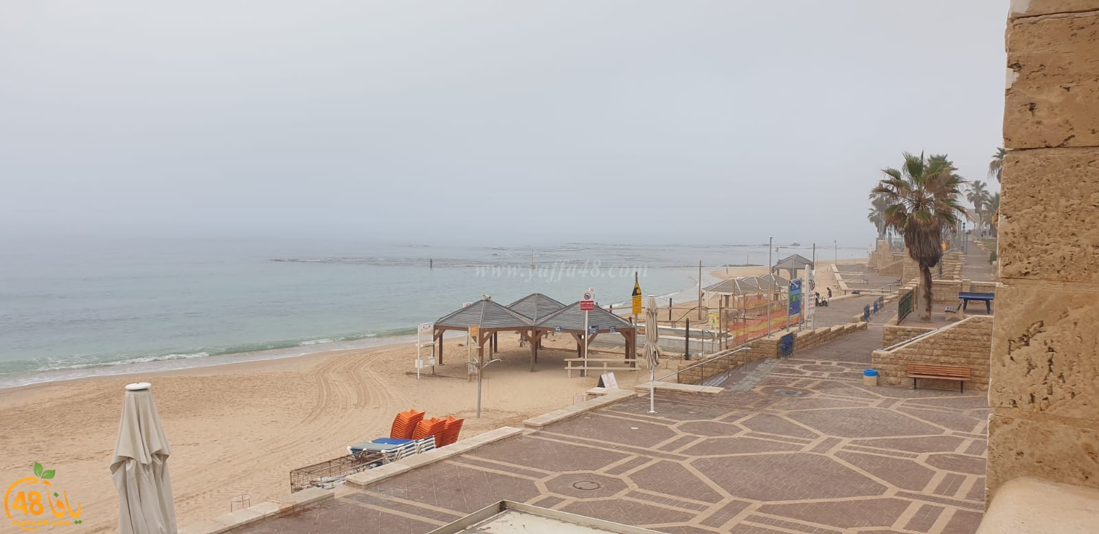 صور: ضباب كثيف يُخيّم على الأجواء في يافا وتدني مستوى الرؤية