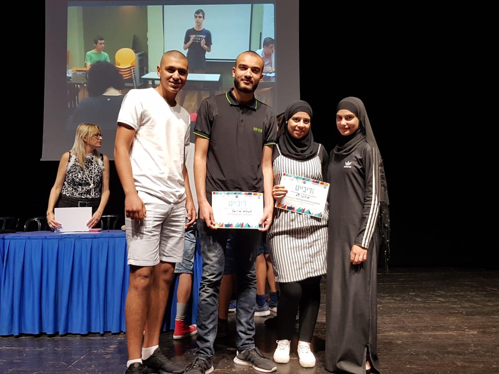 طلاب مدرسة يافا المستقبل يصلون إلى المراحل النهائية في مسابقة فن المناظرة باللغة الإنجليزية