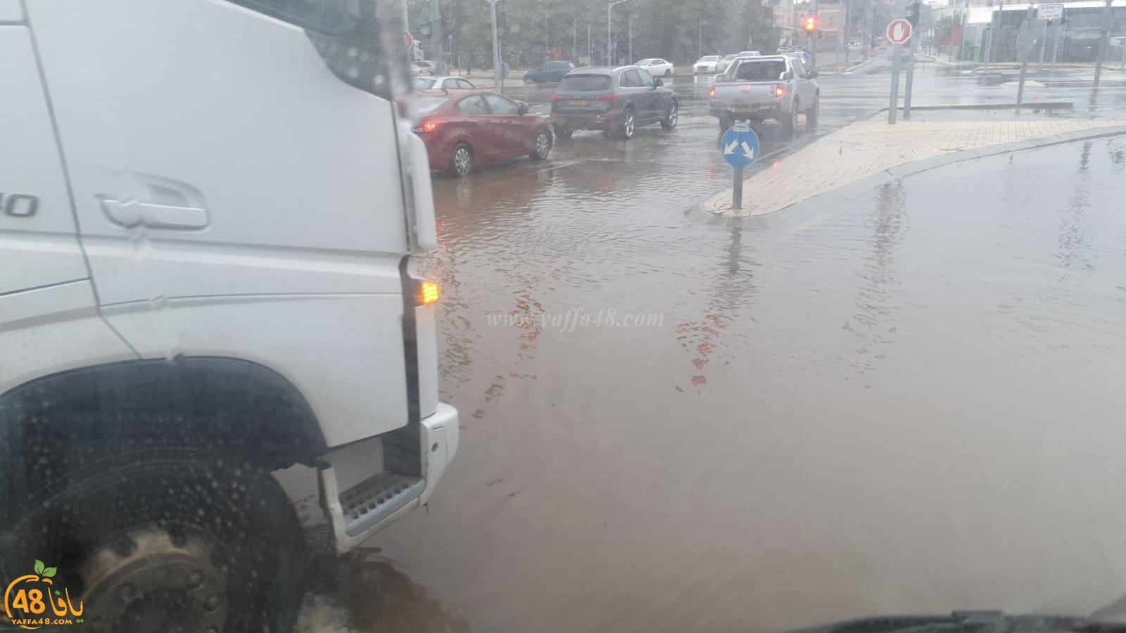 فيديو: أمطار متواصلة وخشية المواطنين من تكرار فيضان المياه داخل بيوتهم