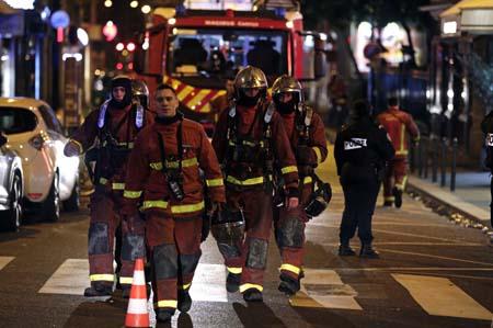 باريس: 10 قتلى و37 جريحا على الأقل في حريق بمبنى سكني يرجح أنه متعمد.