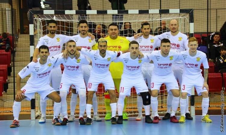 الشاب هاشم دسوقي من يافا يفوز مع فريقه في بطولة اوربية لكرة القدم المصغّرة للصم