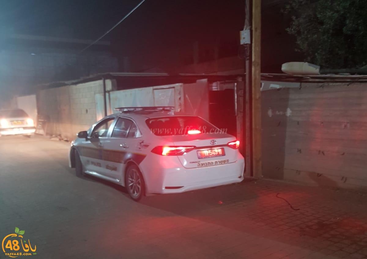 فيديو: الشرطة تحرر مخالفات للسيارات المركونة في شوارع حي شنير باللد