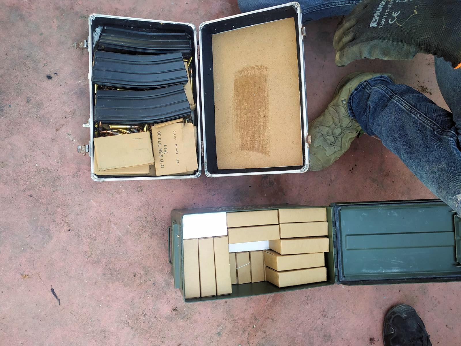 الشرطة: ضبط قنبلة هلع، سموم ووسائل قتالية في حي س.ح بمدينة اللد
