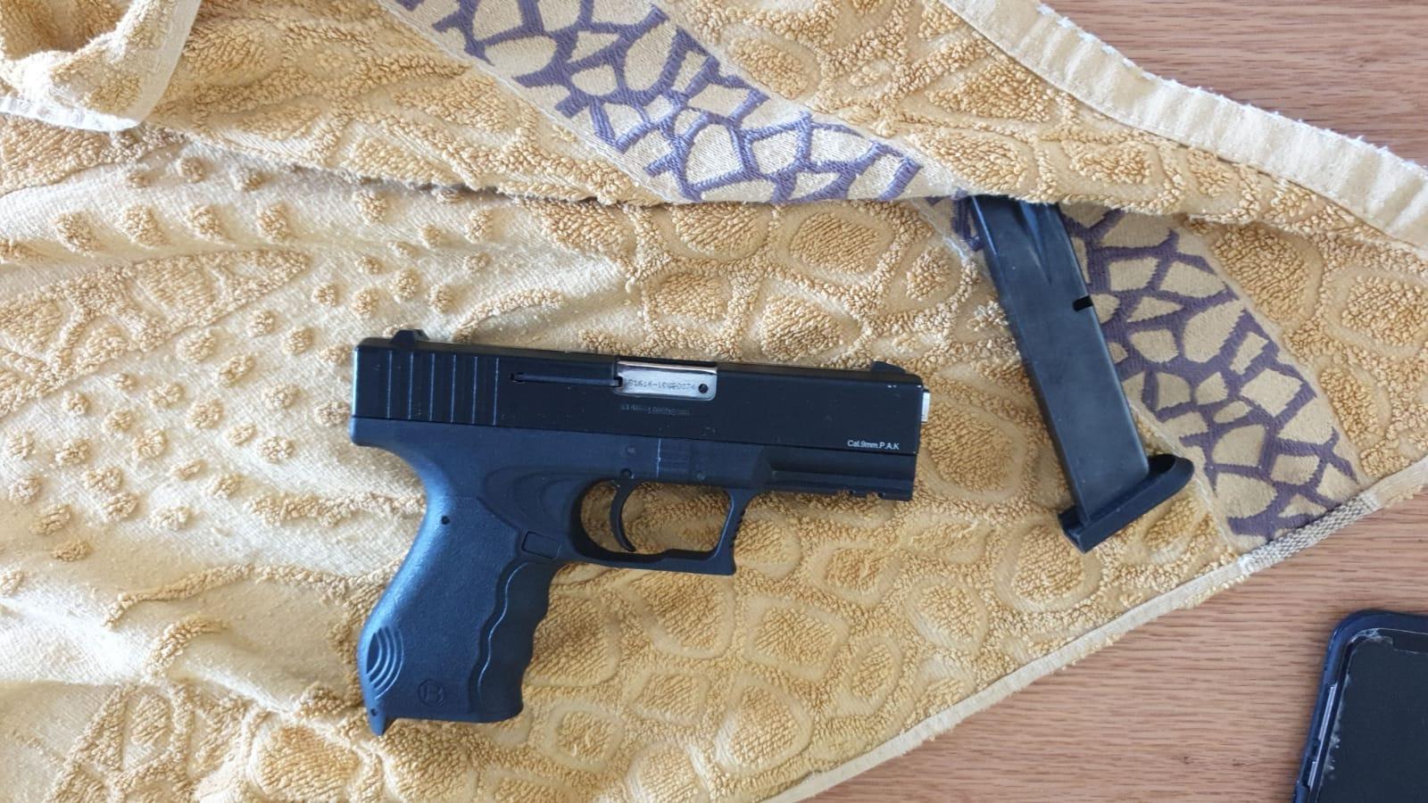 الشرطة: ضبط 3 مسدسات في اللد واعتقال مشتبهين