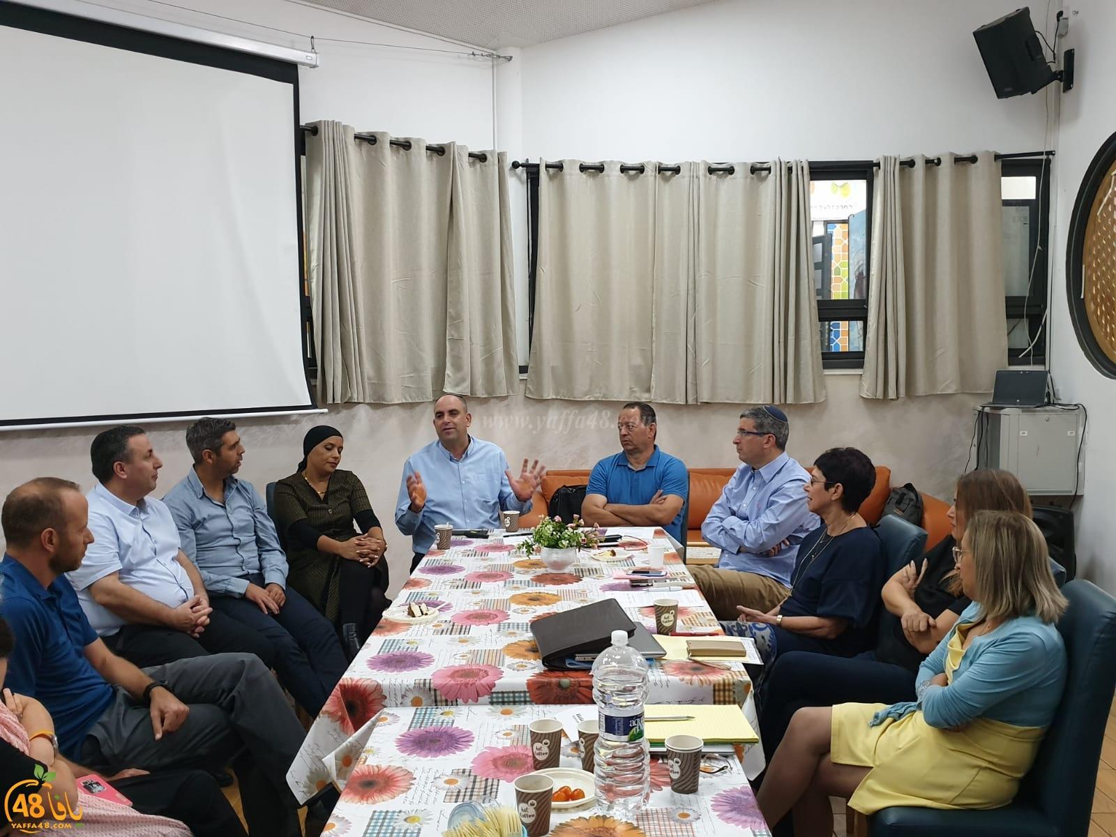 شركة المراكز الجماهيرية تسعى لتعميق التعاون المجتمعي والمبادرات مع بلدية اللد