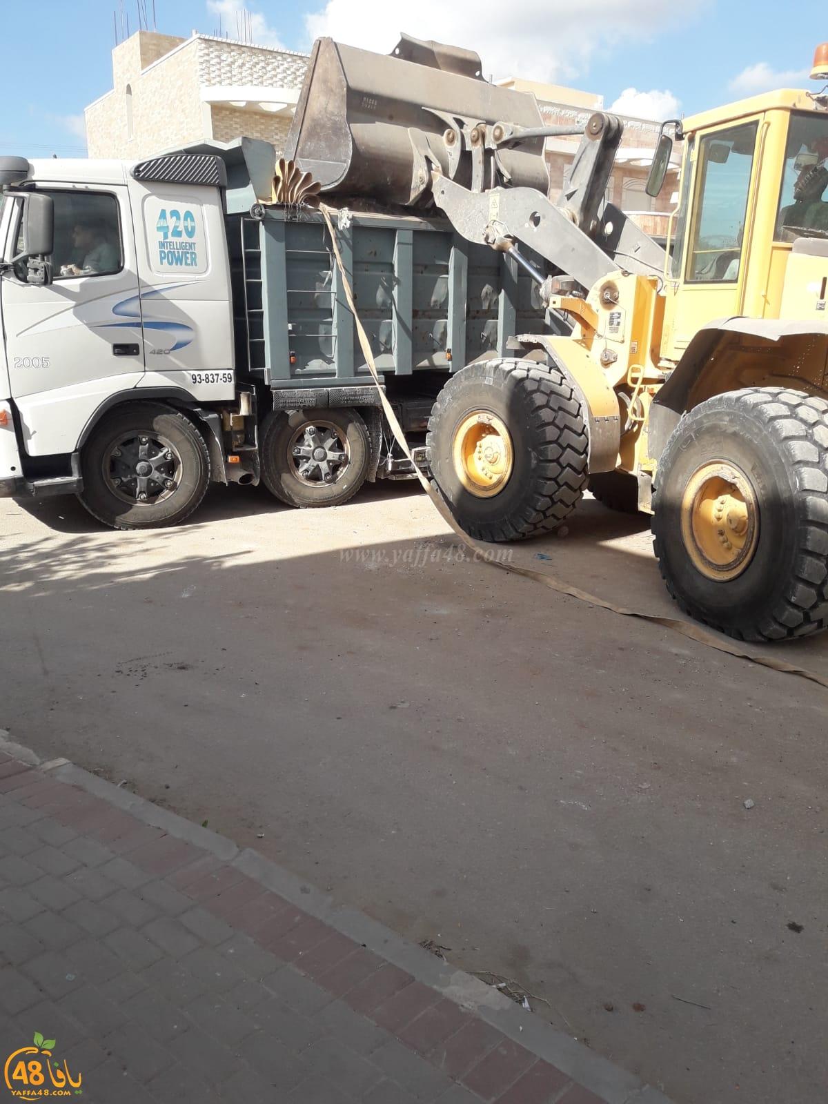 بمتابعة أعضاء البلدية العرب - الشروع بتنظيف احياء مدينة اللد من النفايات الصلبة