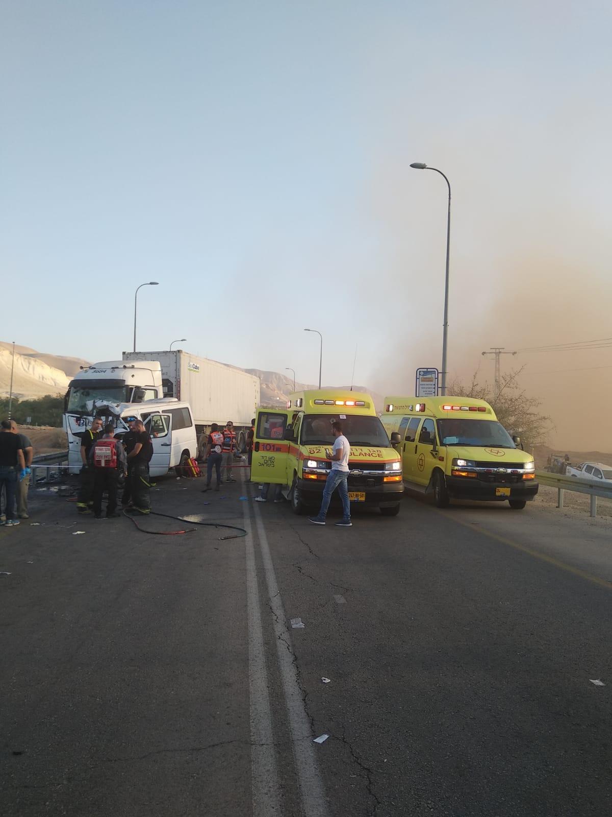 مصرع 6 عمّال من شرقي القدس بحادث طرق دام على شارع 90