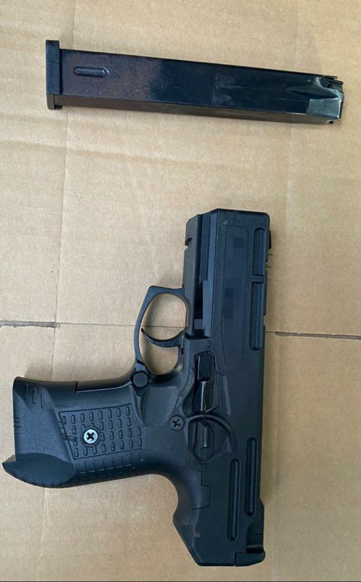 الشرطة: اعتقال مشتبه بحيازة مسدس وقنبلة يدوية بيافا