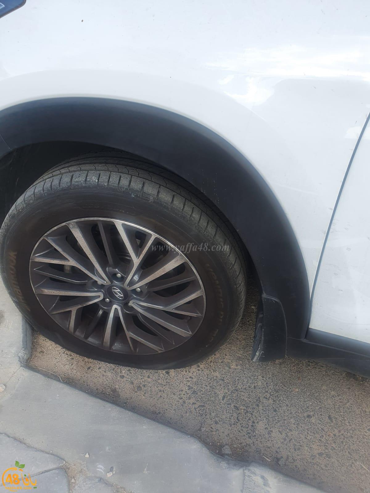 اللّد: ثقب إطارات عشرات المركبات في حي رمات أشكول