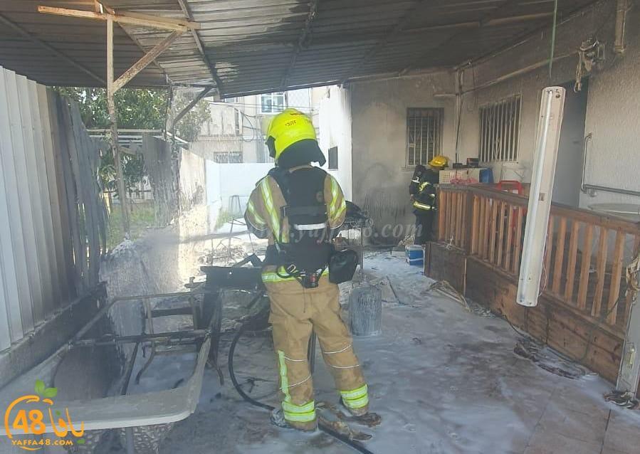 اندلاع حريق في ساحة منزل بمدينة الرملة وطواقم الاطفائية تهرع للمكان