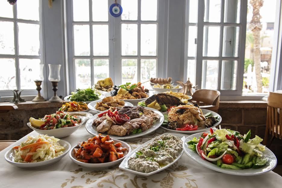 تناولوا وجبتكم البحرية المميّزة في مطعم أبراج البلدة القديمة بيافا
