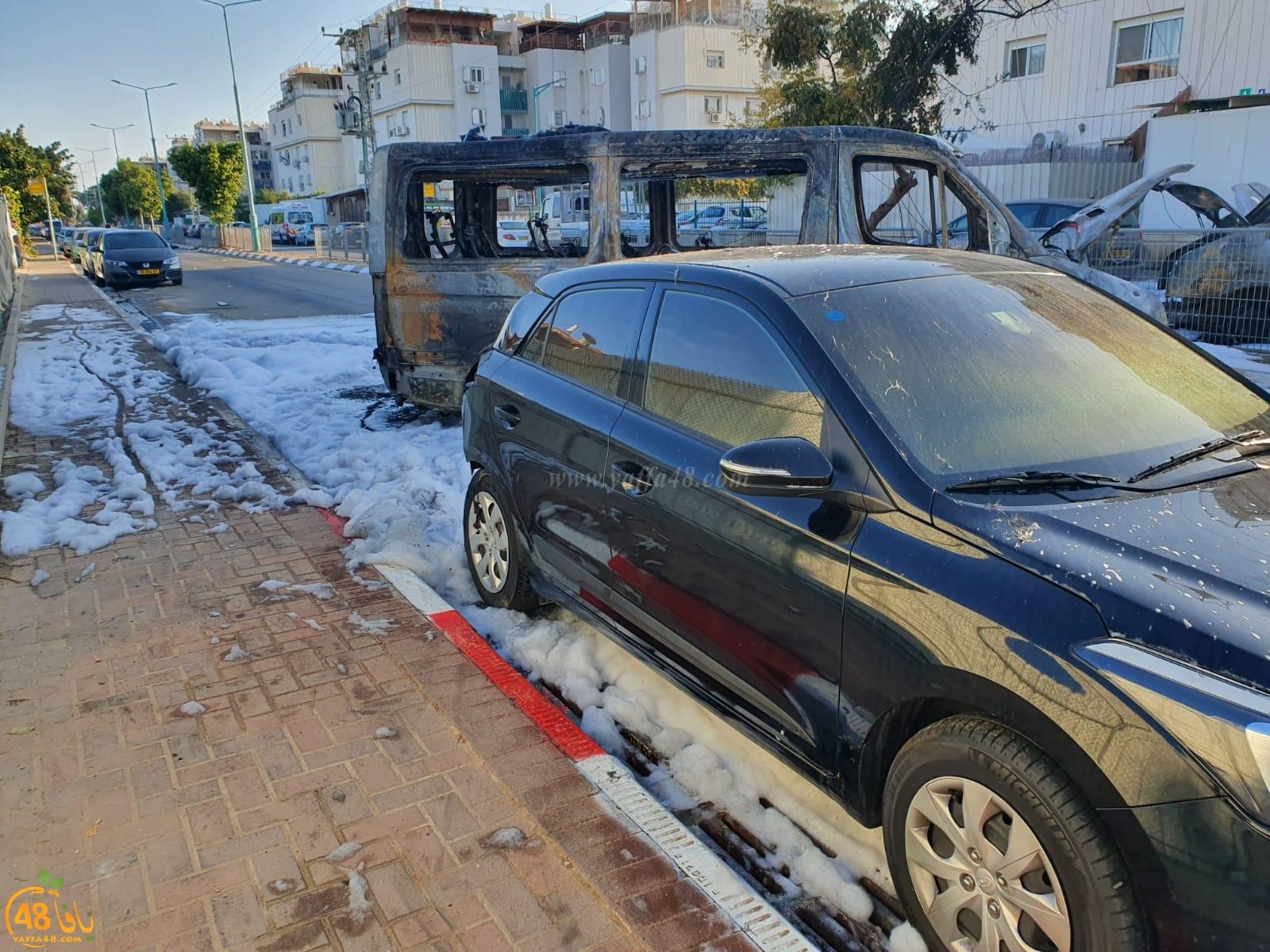 فيديو: حرق 4 سيارات في حي جني افيف بمدينة اللد