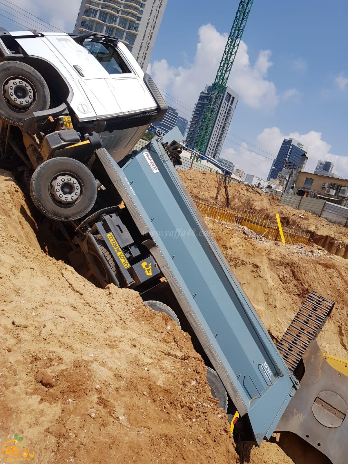 يافا: اصابة متوسطة لعامل اثر انقلاب جرّافة في ورشة بناء بالمدينة