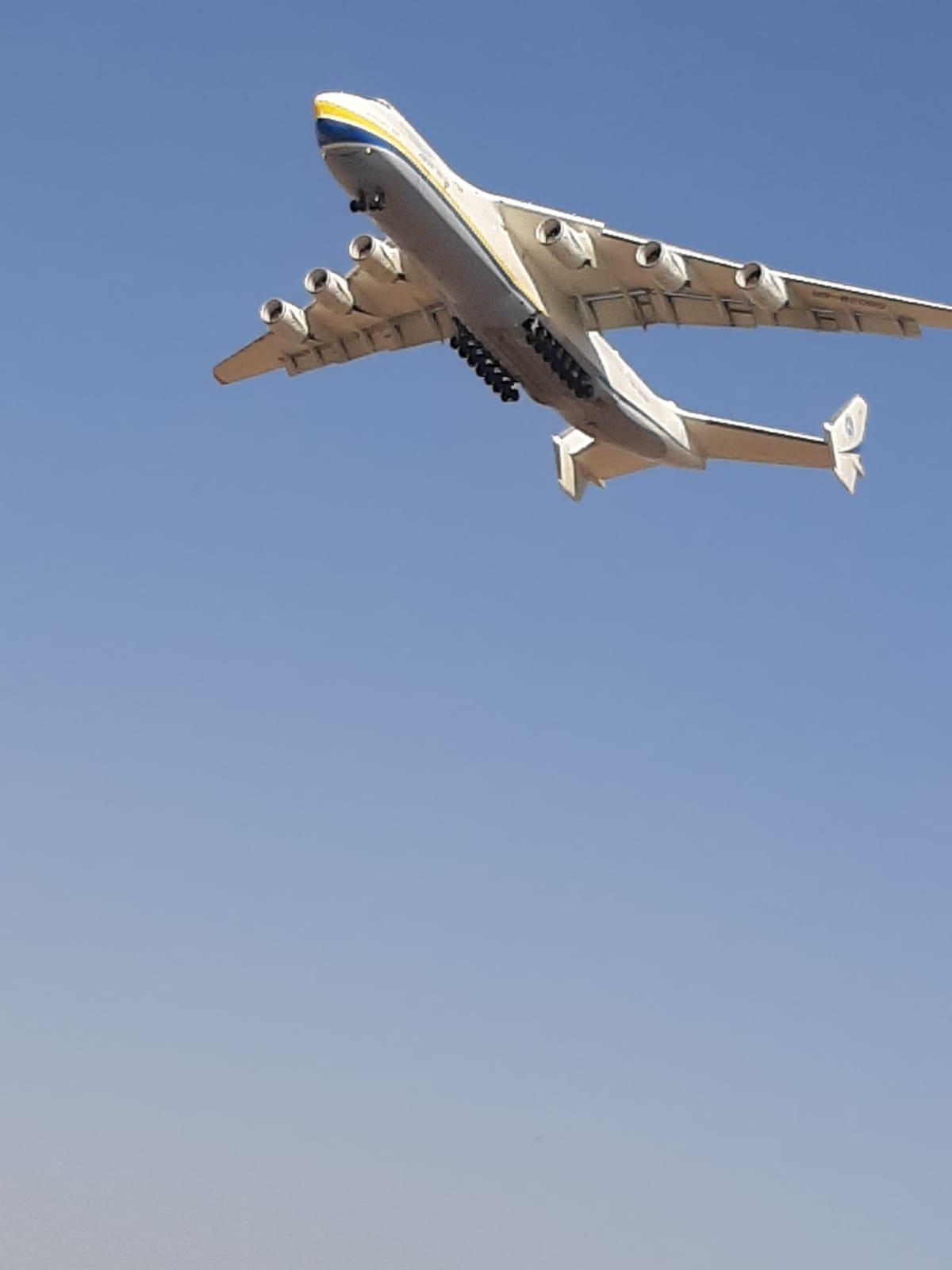 فيديو: أضخم طائرة بالعالم تهبط في مطار اللد