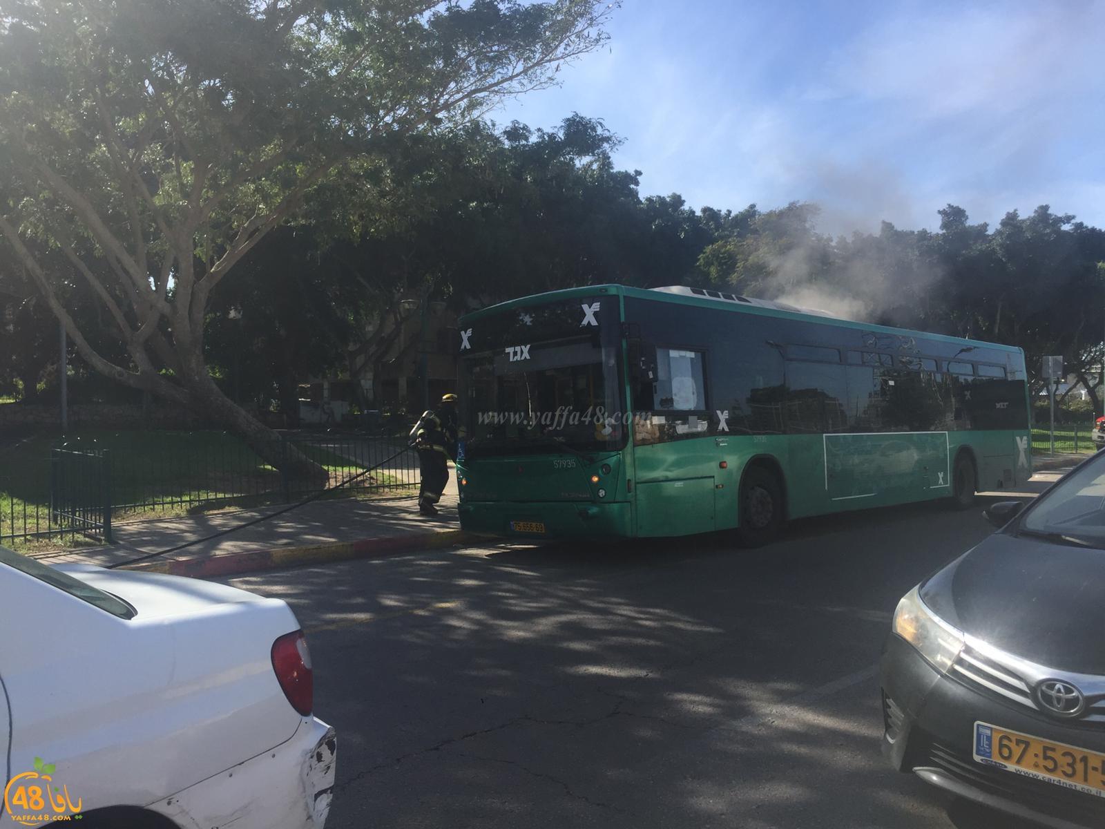 بالصور: إندلاع حريق بحافلة قرب دوار فولفسون بمدينة يافا واخلاء الركاب