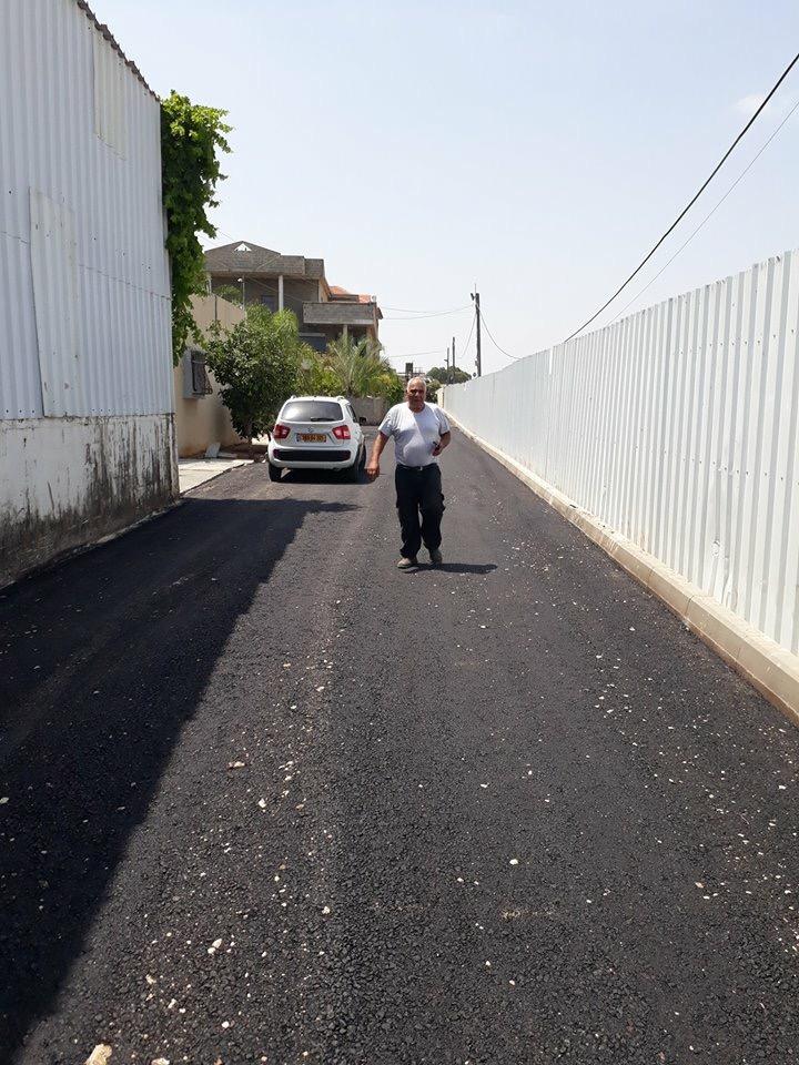 اللد : تعبيد شارع عائلة حسنين بحضور اعضاء البلدية العرب