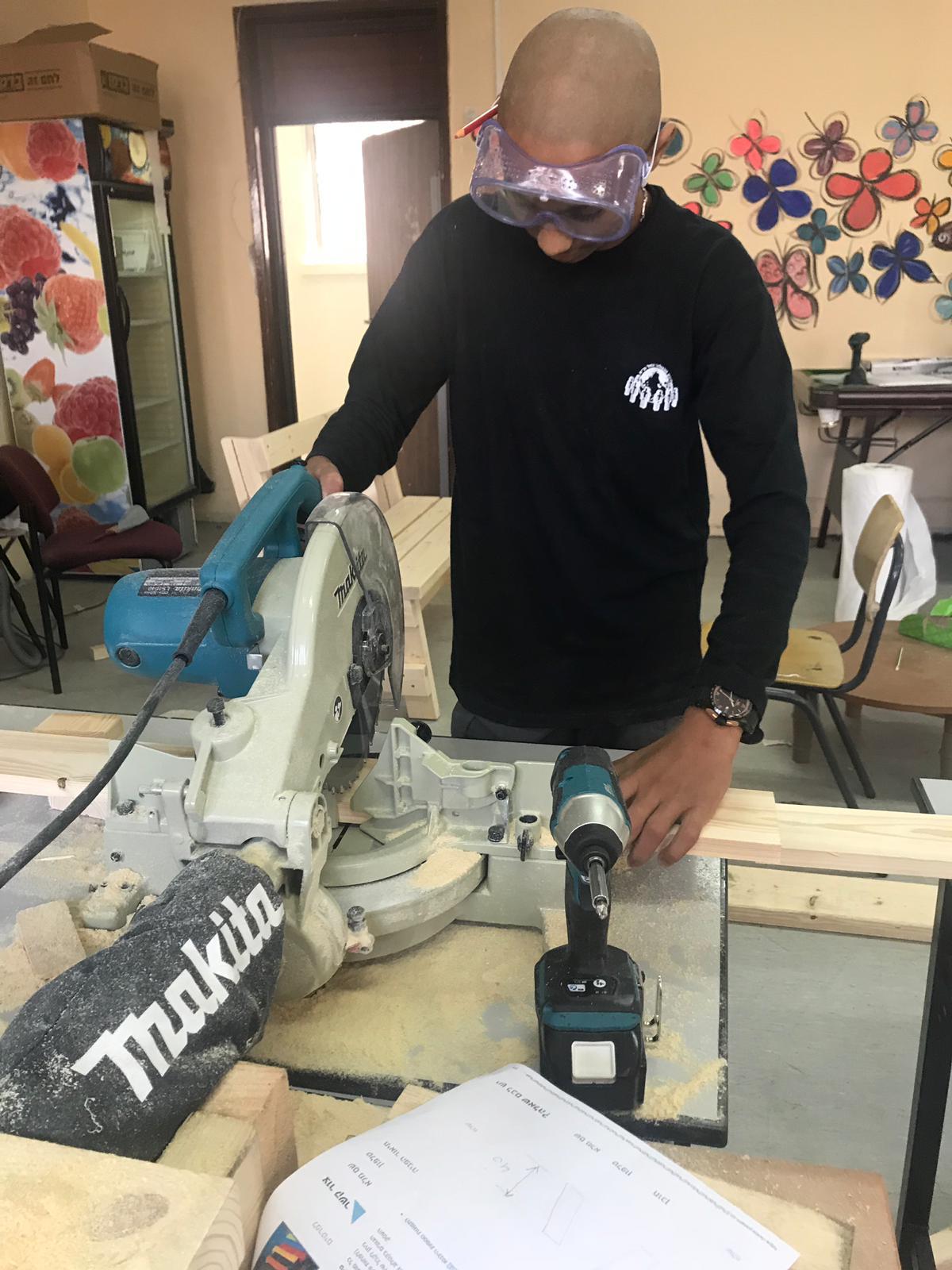 دورة نجارة في المدرسة التكنولوجيه عمال تل ابيب