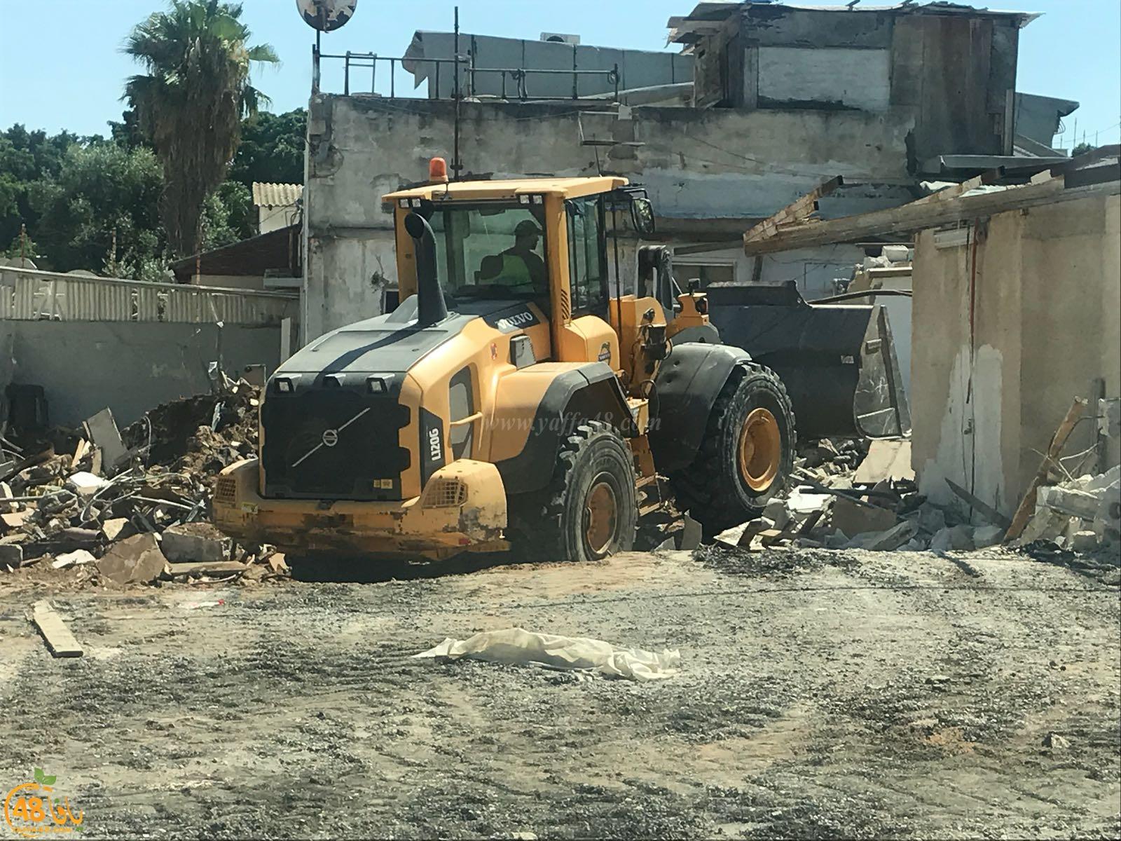 بالفيديو: هدم مبنى غير مسكون في حي النزهة بيافا لإقامة مشروع سكني ضخم