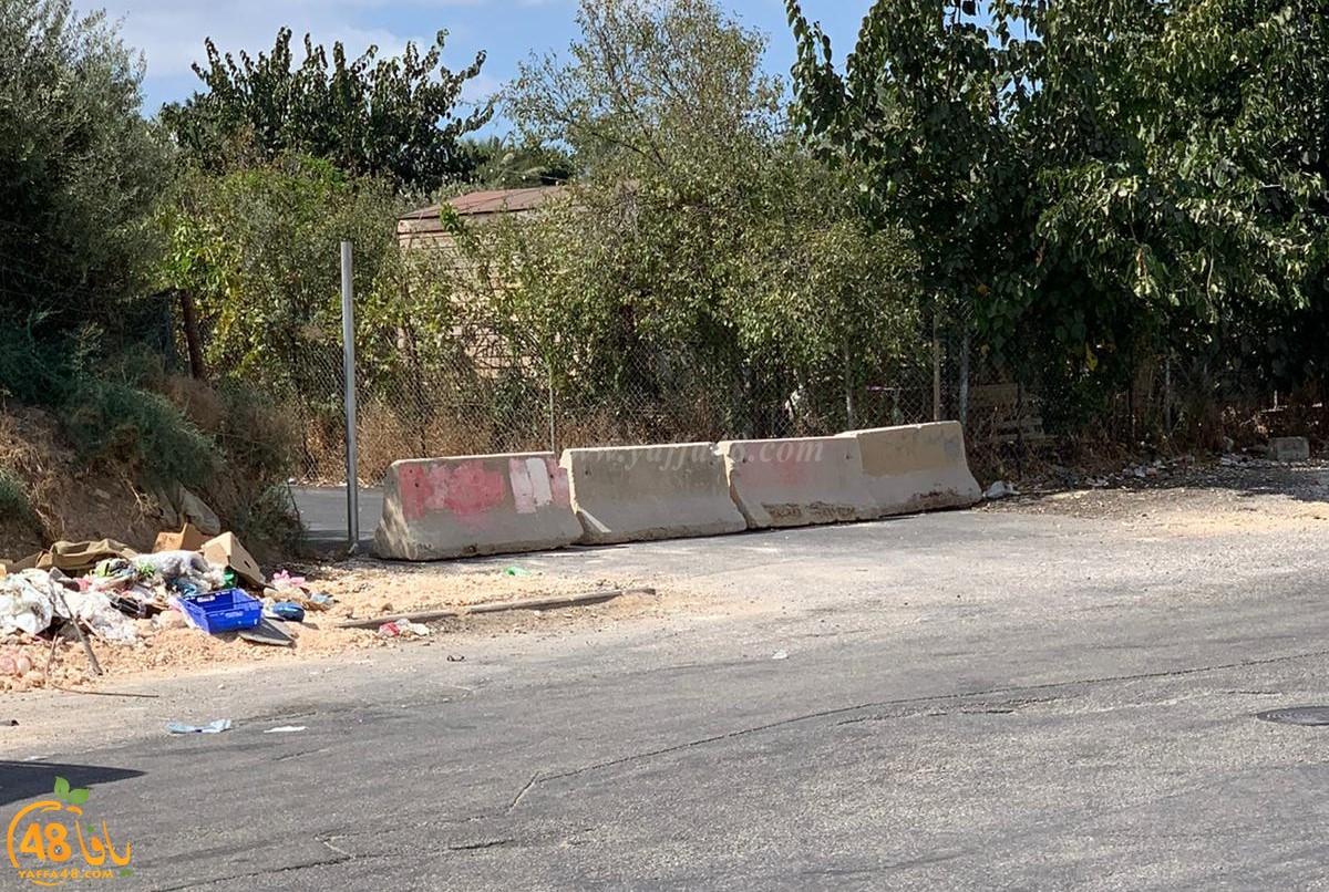 الشرطة تُغلق مفارق في حي جان حكال بالمكعبات الأسمنتية