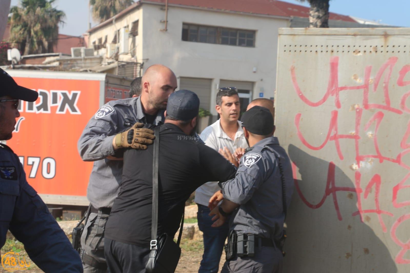 فيديو: تجريف القبور في مقبرة الاسعاف بيافا واعتقال الشيخ محمد عايش وثلاثة قاصرين