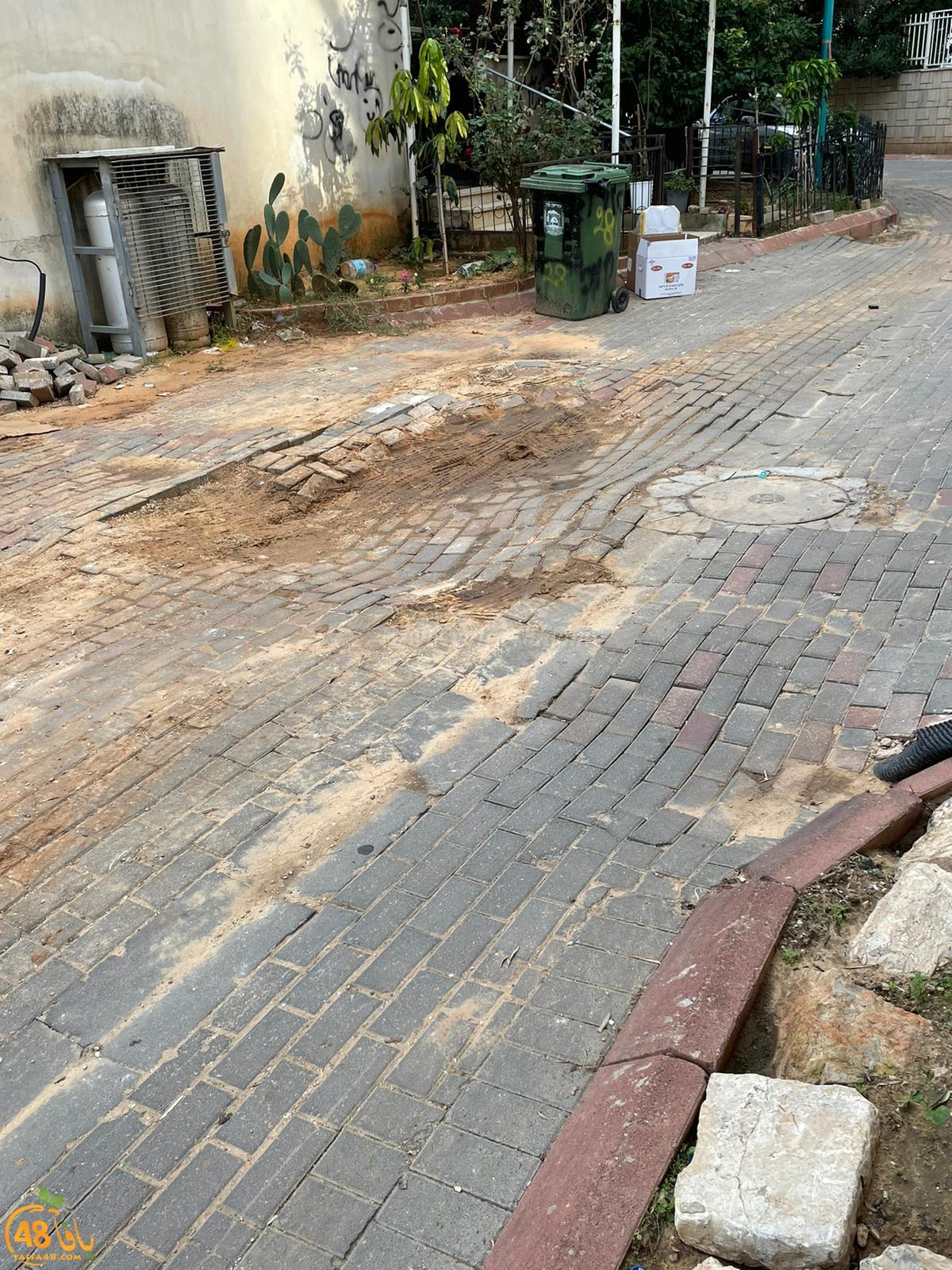 اللد: طالب بإصلاح حفرة في الشارع فتلقى مخالفات مالية من البلدية
