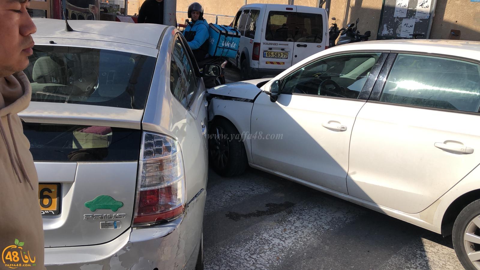 يافا: إصابة طفيفة لسيدة بحادث طرق بين مركبتين