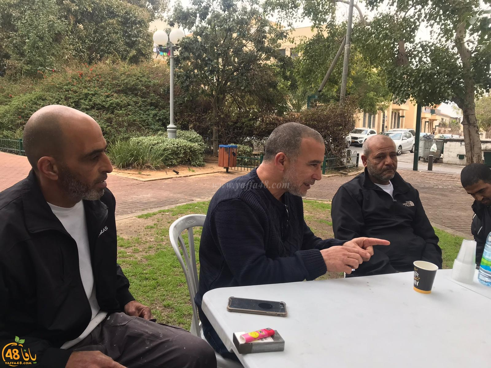 رئيس لجنة المتابعة في زيارة لخيمة العائلة اليافاوية بحديقة الغزازوة