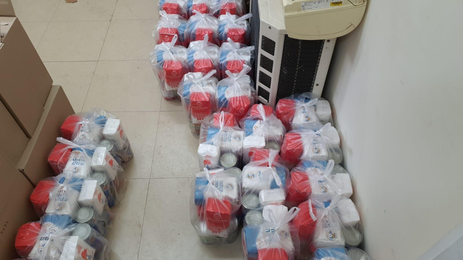 اللد : لجنة الزكاة المحلية توزع الطرود الغذائية على العائلات المستورة