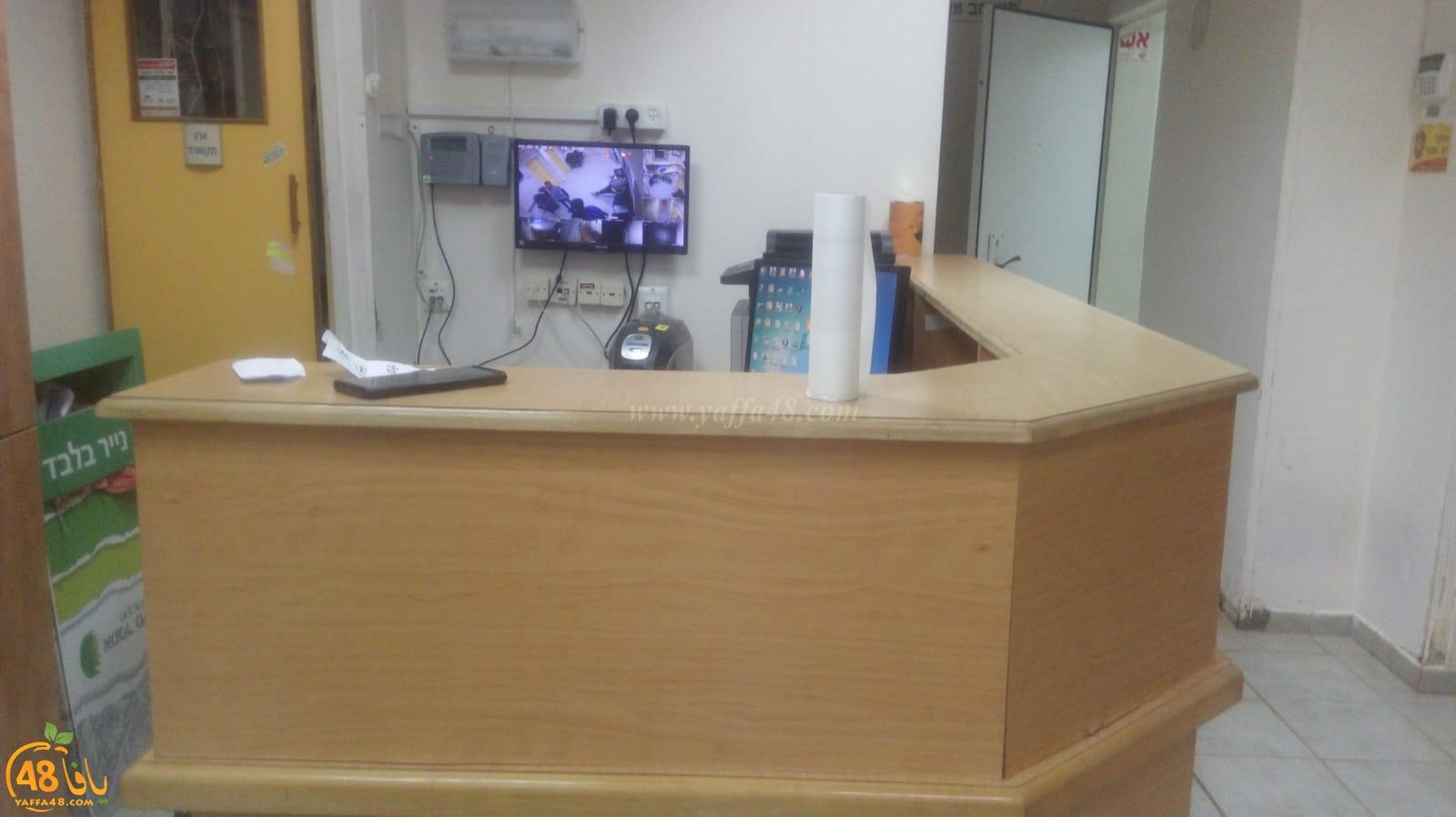 أهالي حي المحطة باللد يطالبون بتحسين الخدمات في صندوق المرضى بالحي