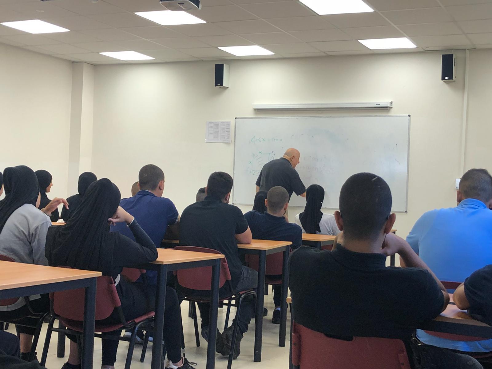 محاضرة ما هي الرياضيات لطلاب الثواني عشر في مدرستي دار الحكمة واورط الثانوية