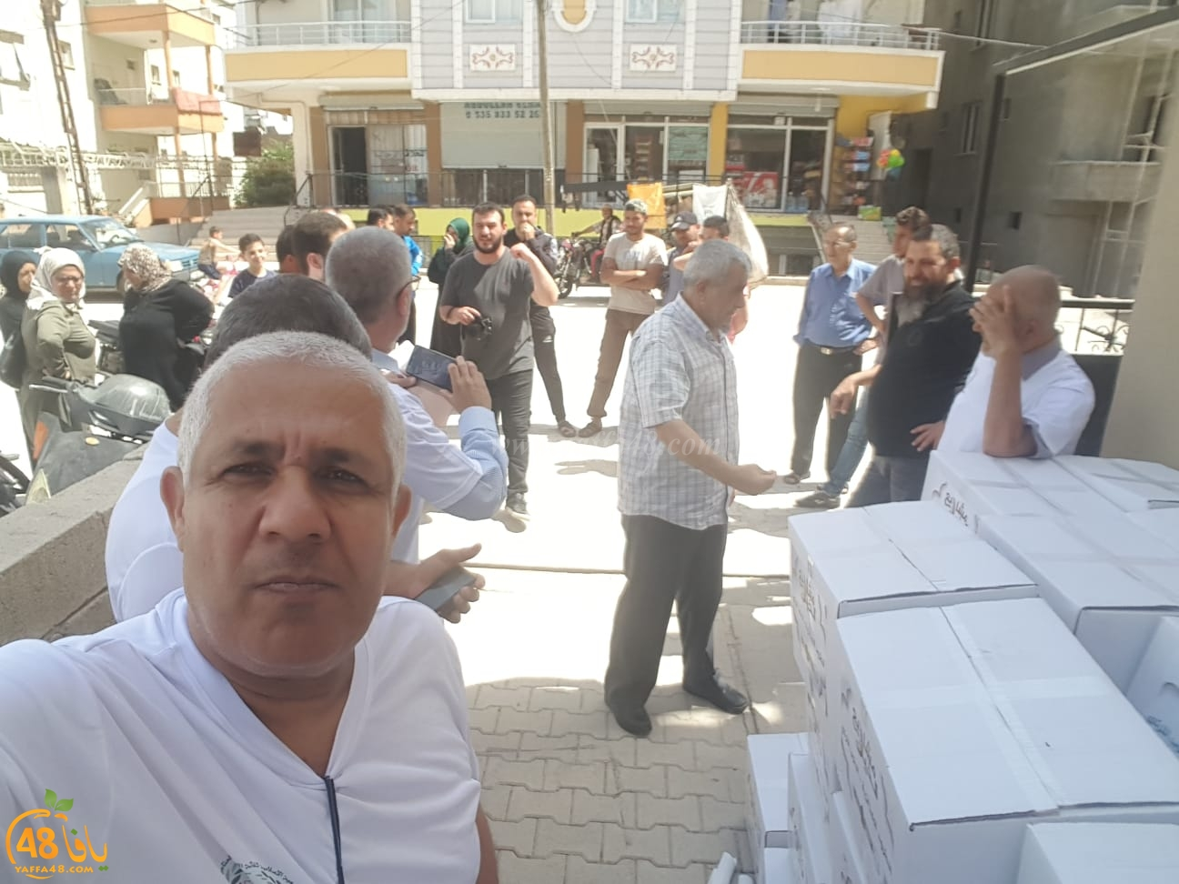 بالصور: الحاج علي ميناوي من يافا يُشرف على ايصال المساعدات الاغاثية للاجئين السوريين