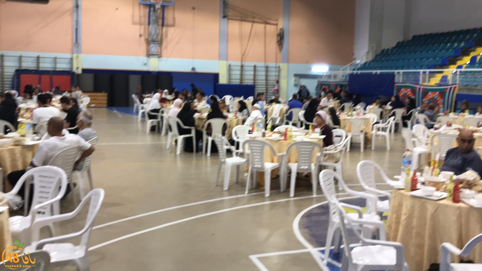 فيديو: افطار جماعي لأهالي يافا في المركز الجماهيري بالتعاون مع لجنة حي العجمي والجبلية