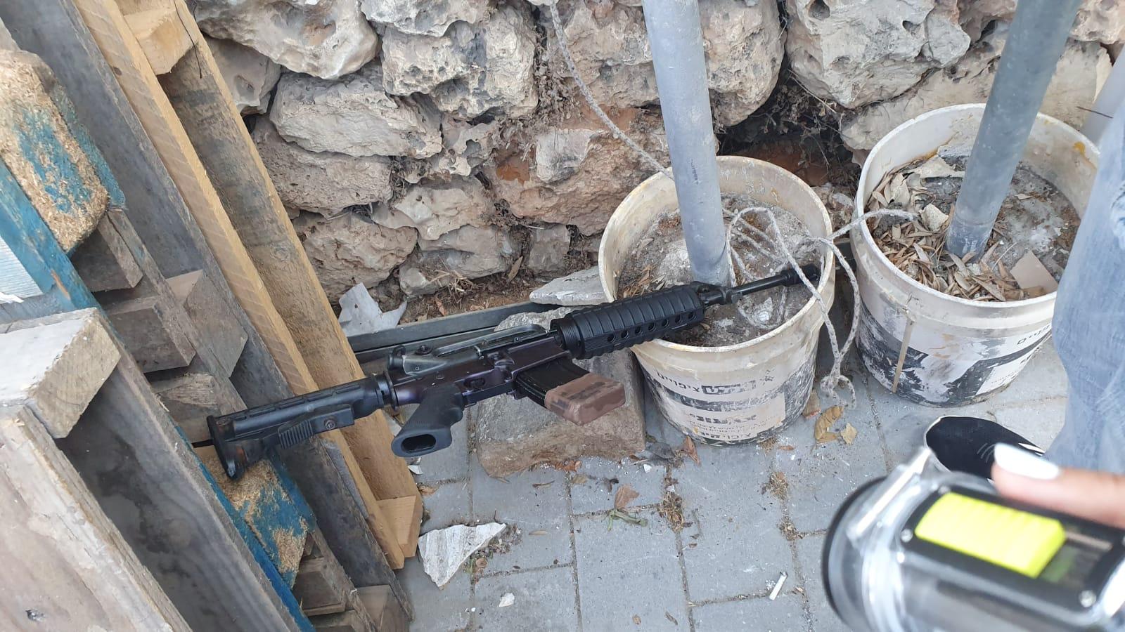 فيديو: مطاردة بوليسية في اللد واعتقال مشتبهين وضبط سلاح وذخيرة