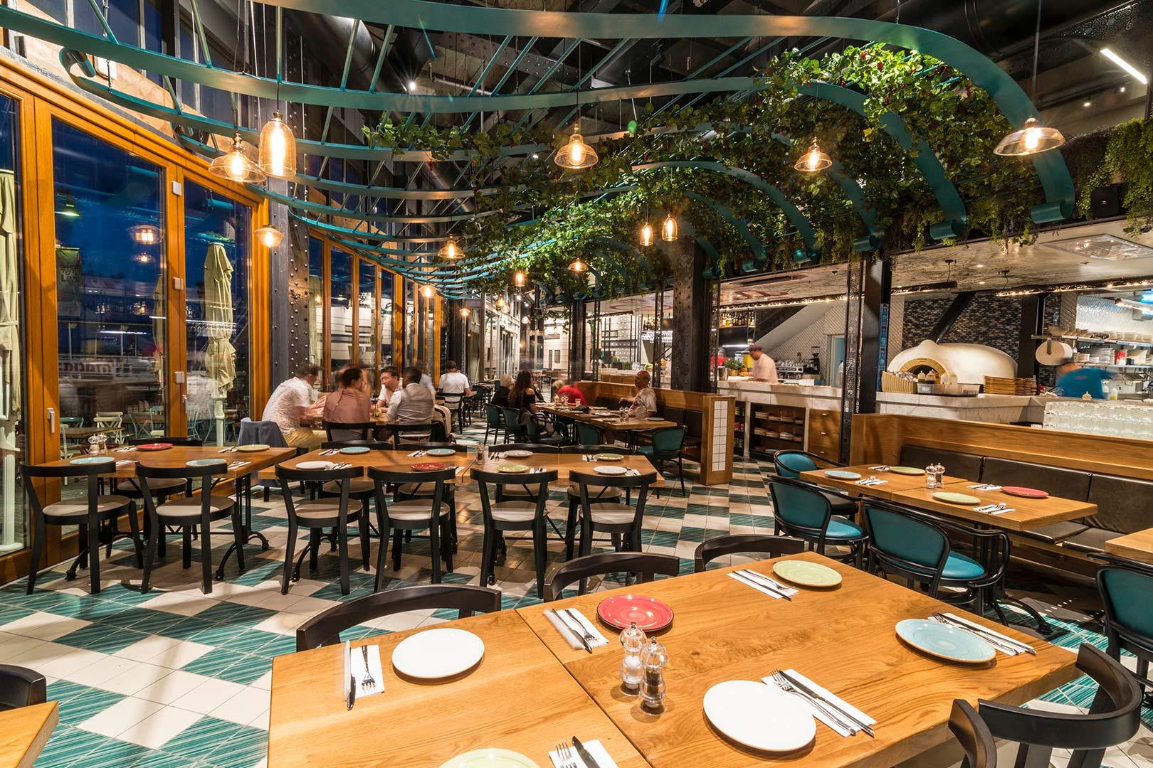وجبة غداء شهيّة في مطعم صقلية بميناء يافا بسعر 54 شيقل
