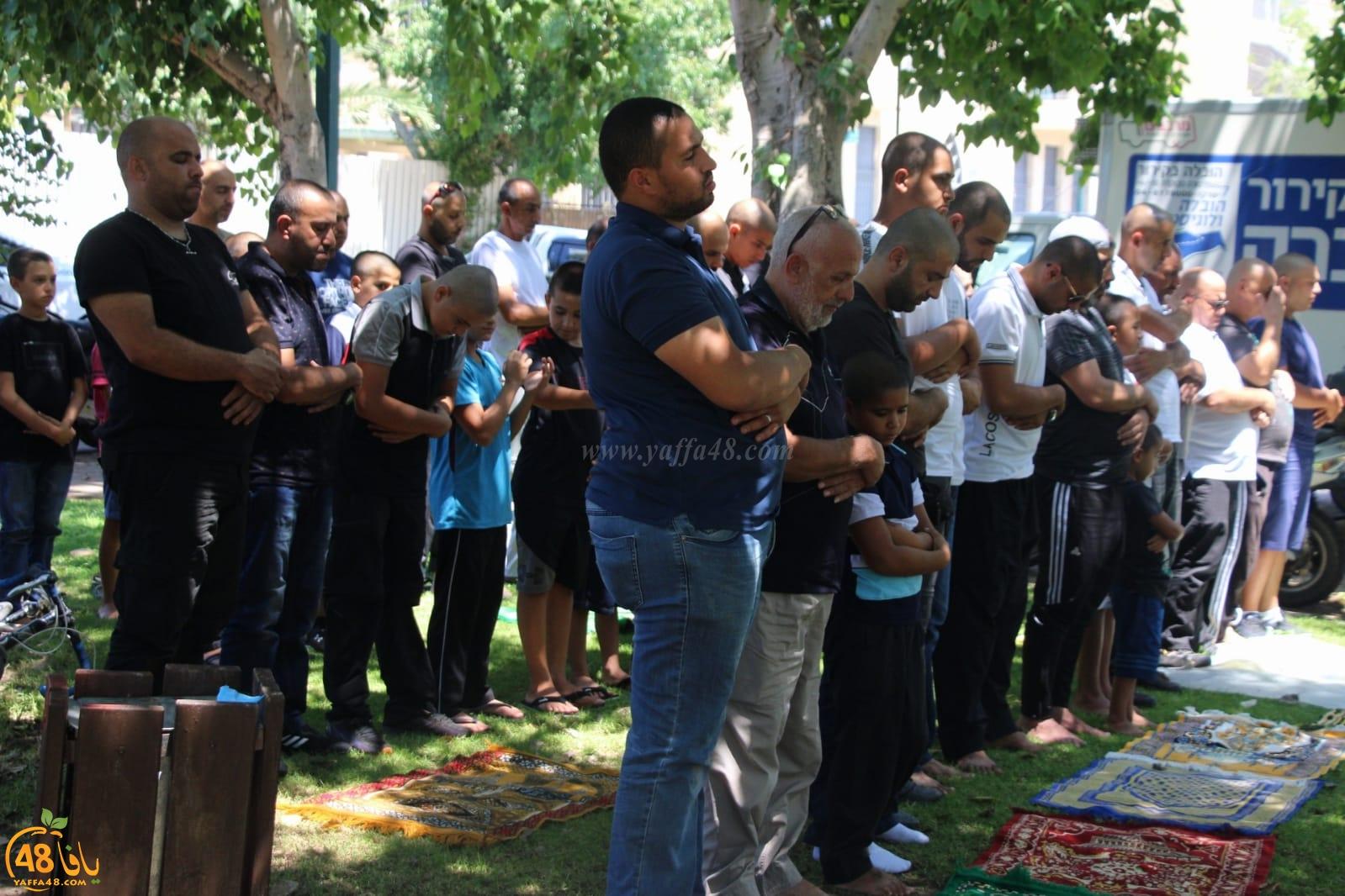فيديو: صلاة جمعة حاشدة بحديقة العجمي في يافا استنكاراً لاعتداءات الشرطة المتكررة