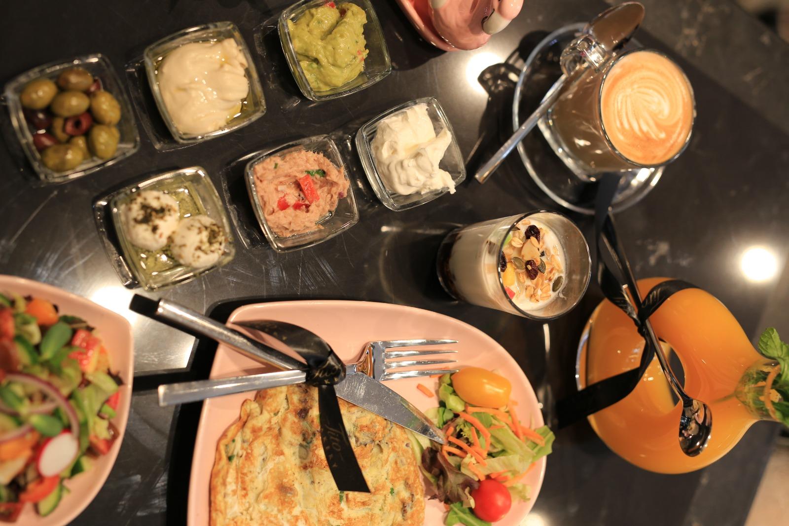 فطورك عنّا.. مقهى تيتو يوفّر أشهى وجبات الفطور مع خدمة التوصيل للبيوت