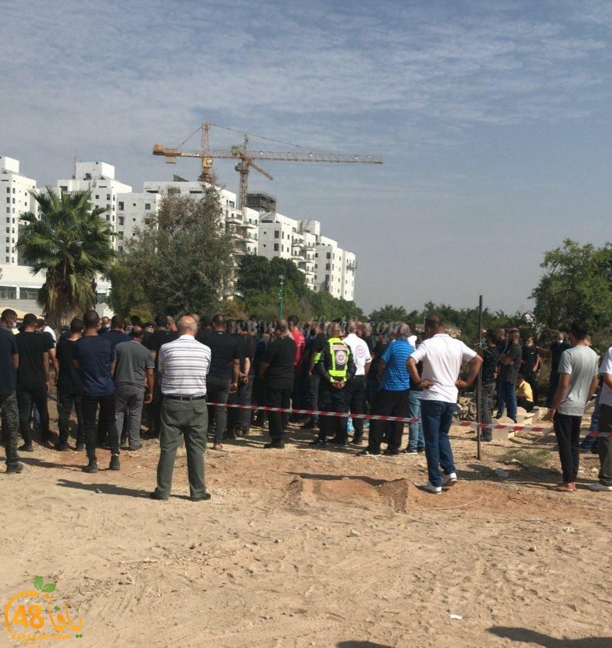 بالفيديو: جمع غفير من أهالي الرملة يشيّع جثمان السيّد إسماعيل إسماعيل